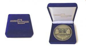 Samtbox mit Münze zur Grundsteinlegung